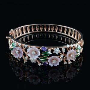 Silver bracelet mother of pearl's flowers and enamel