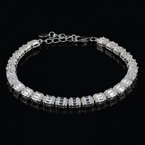 Silver bracelet with shine zircons