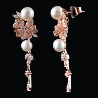 Hanging silver earrings with pearls