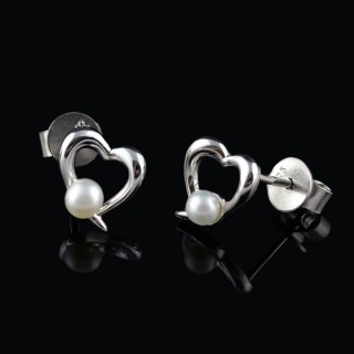 Heart earrings with pearl