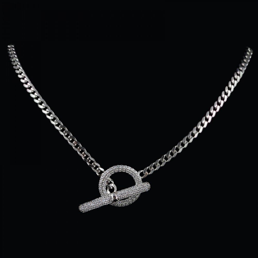 Elegant necklace with zircons