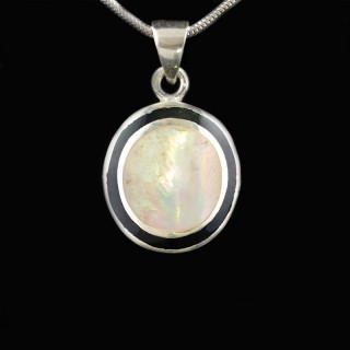 Silver pendant with mother of pearl and black enamel