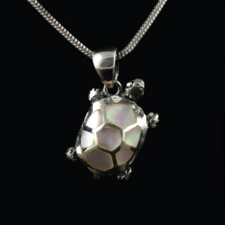 Silver pendant turtle with mother of pearl