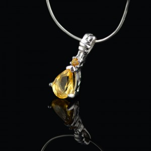 Silver pendant with natural Citrine