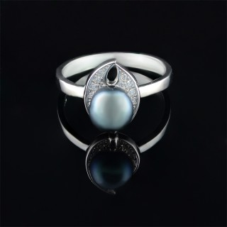 Silver ring with black pearl