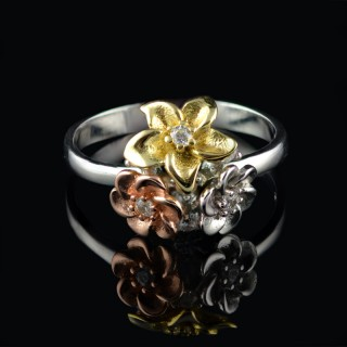 Silver ring flower with tiny zircons