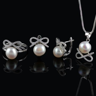Silver set ribbon and pearls