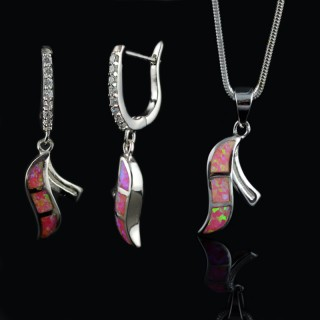 Earrings and pendant with pink Opal gemstones