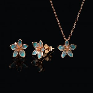 Set of earrings and necklace flowers
