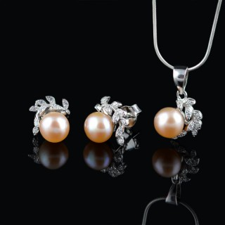Silver set of earrings and pendant with pearls