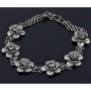 Silver breacelet with flowers